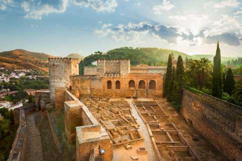 Granada: Alhambra, Alcazaba, and Generalife Private Tour