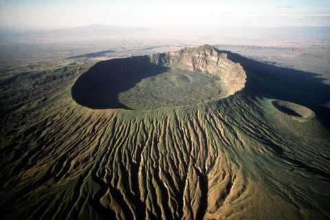 Nairobi: excursión de día completo al monte Longonot con recorrido en barco