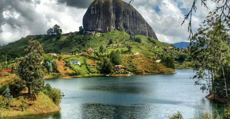 De Medellín: Guatapé, Piedra del Peñol e Passeio de Barco