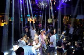 Bangkok: Gay Night in Silom mit Getränken & Club Zugang