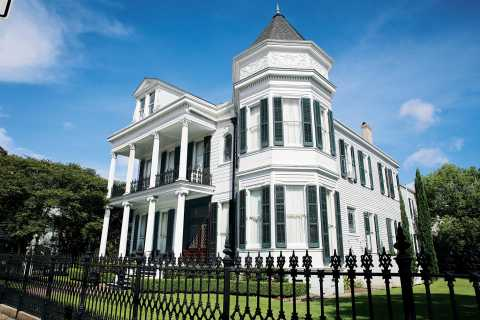 New Orleans: 2-Hour Garden District & Cemetery Walking Tour