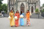 Hanoi: Traditional Ao Dai Dress and Non La Hat Rental