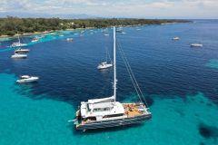 Cannes: Cruzeiro de Catamarã de Meio Dia com Almoço