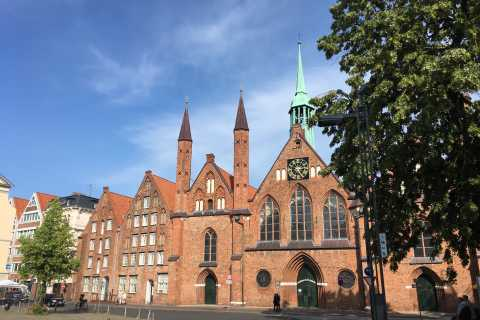 Lübeck: Backyards and Town Houses Private Guided Tour