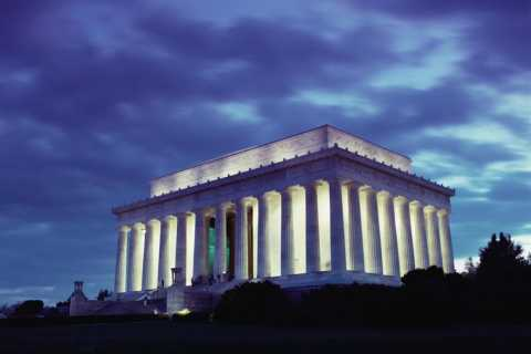 Washington DC: Monuments by Moonlight Nighttime Trolley Tour