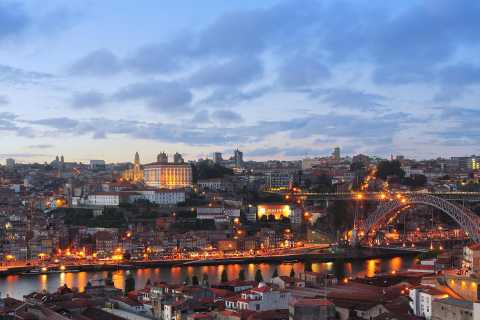 Porto: Night Tour with Traditional Dinner and Fado Show