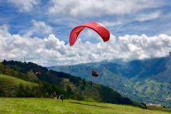 Medellín: parapente nos Andes colombianos