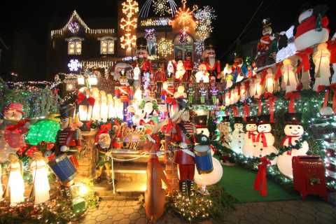 From Manhattan: Dyker Heights & Holiday Markets Bus Tour