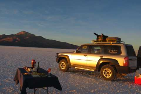 Uyuni: Sunset Salt Flats Tour with Wine Tasting