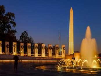 Washington: Monumente bei Mondschein – Nächtliche Rundfahrt