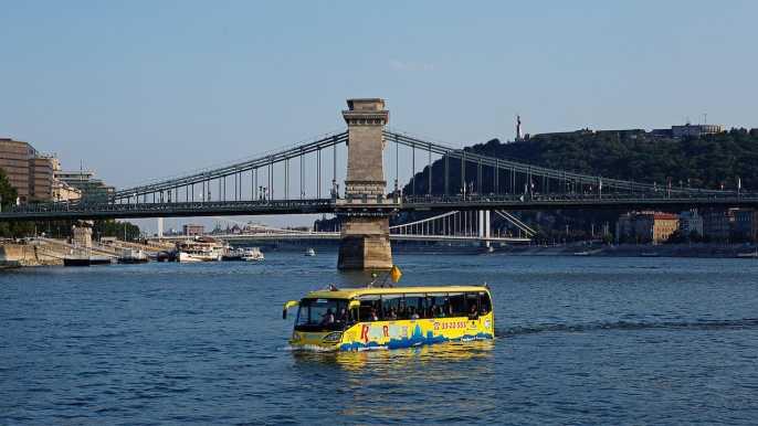 Budapest por tierra y agua: tour en autobús flotante