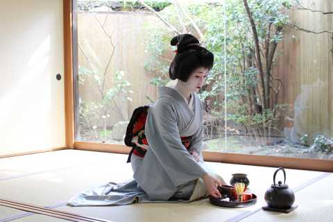 From Osaka: 1-Day Kyoto Highlights Tour with Maiko Show