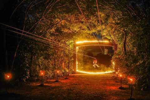 Ab Cancún: Abendlicher Besuch des Xplor Fuego Parks