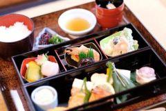 Kyoto: Cerimônia do Chá Noturna de 2 Horas com Jantar Tradicional