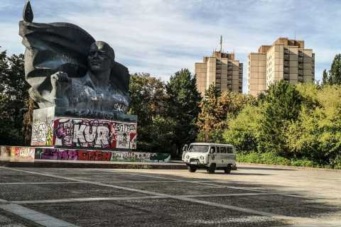 East Berlin: Private Sightseeing Tour in a Russian Van