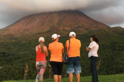 La Fortuna: Arenal Volcano and Waterfall Tour with Lunch