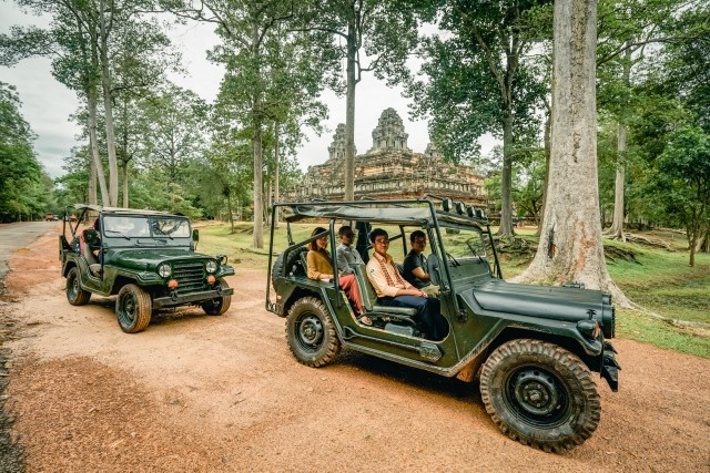 Siem Reap: Angkor Wat Temples Guided Tour by Jeep