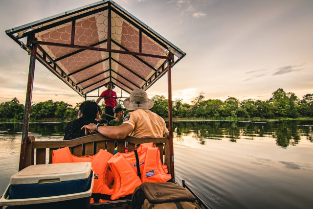 Siem Reap: Angkor Sunset Tour by Jeep with Boat Ride