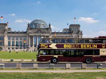 Berlin: Hop-On-Hop-Off-Sightseeing-Bustour optional mit Boot