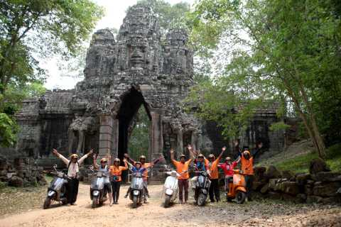 Siem Reap: Angkor Sunrise Vespa Tour with Driver