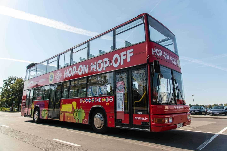 Riga: Ticket für den roten Hop-On/Hop-Off-Sightseeingbus