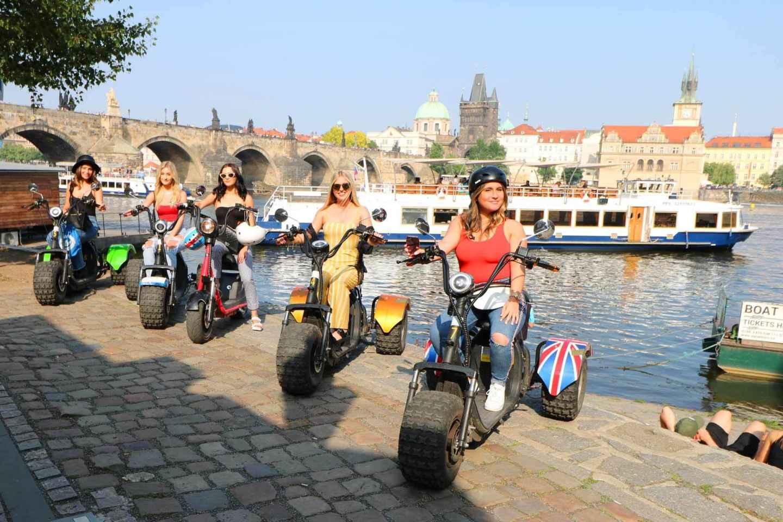 Prag: 2 Stunden Stadtrundfahrt per Harley E-Trike mit Guide