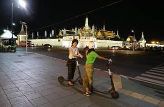Bangkok: E-Scooter Nachttour mit lokalem Straßenessen