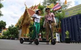 Bangkok: E-Scooter, Local Sights, and Street Food Tour