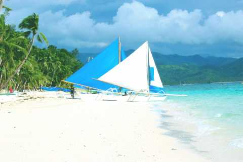 Boracay: Private Traditional Bamboo Boat Sailing Tour