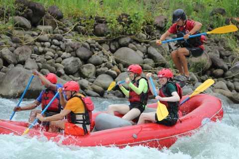 """Río Sarapiquí, Costa Rica: rafting de clase 3-4 """"Jungle Run"""""""