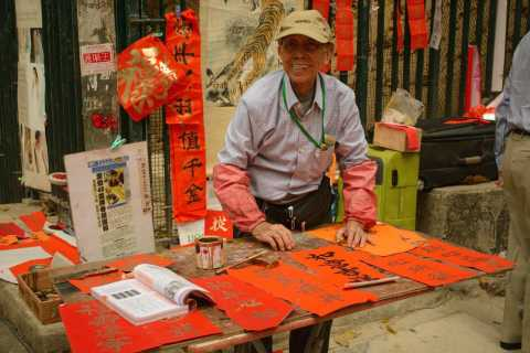 Lonely Planet Experiences: Hong Kong Small-Group Market Tour