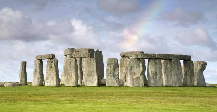 From Brighton: Full Day Stonehenge and Bath Tour