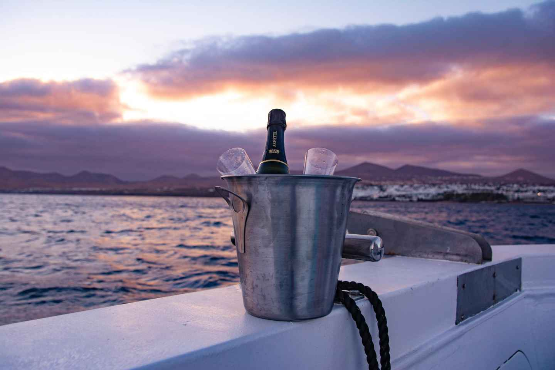 Lanzarote: Bootsfahrt bei Sonnenuntergang mit Getränken