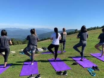 Asheville: Yoga auf einer Bergwanderung
