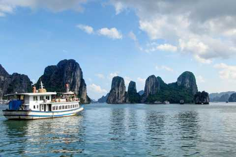 Hanoi: Round-Trip Halong Bay with Transfers