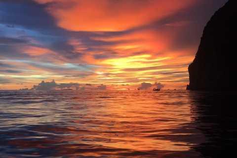 Desde Phi Phi: barco al atardecer y plancton bioluminiscente