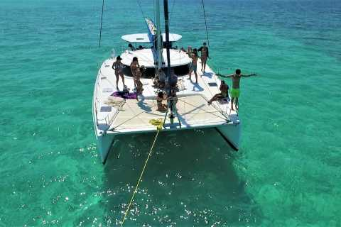 Cozumel: Catamaran Snorkeling Tour with Open Bar and Lunch