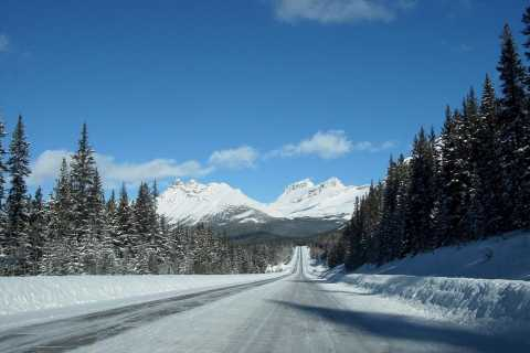 Winter Transfer Between Jasper and Lake Louise or Banff