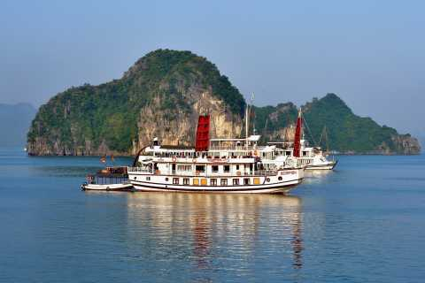 From Hanoi: Full-Day Ha Long Bay Trip with Seafood Lunch