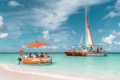 Noord: viagem de barco à tarde com snorkel e bar aberto