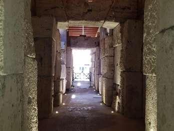 Rom: Bevorzugter Einlass zu Kolosseum, Arena- & Kerker-Tour