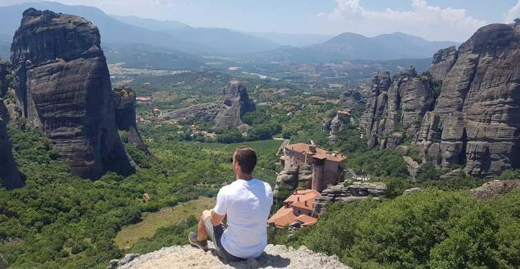 From Thessaloniki: Train Trip to Meteora & Monastery Tour