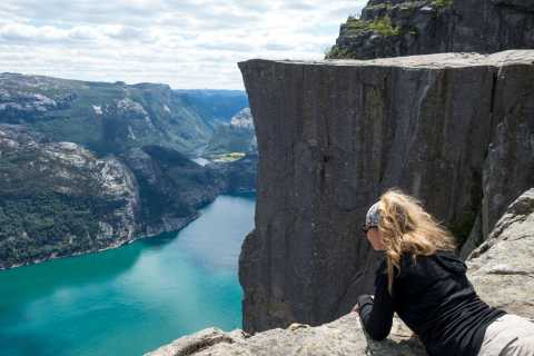 Stavanger: Guided Preikestolen Hike
