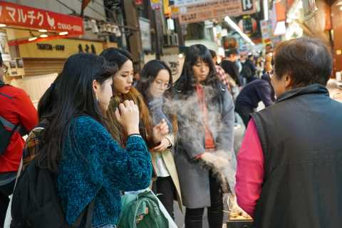 Osaka: 2-Hour Kuromon Market Walking Street Food Tour