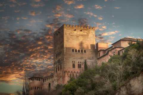 Granada: Alhambra and City Center Tour for Chinese Speakers