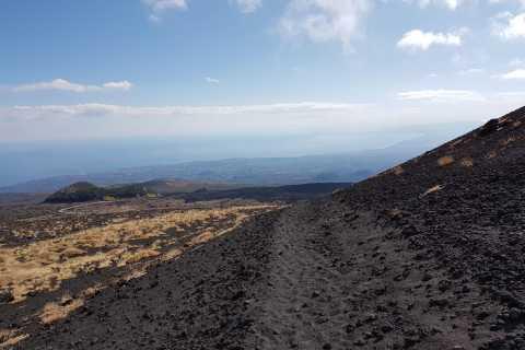 Etna: trekking e tour di una grotta da Catania