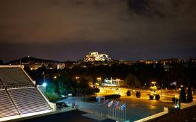 Athens: Small-Group Walking Tour with Dinner
