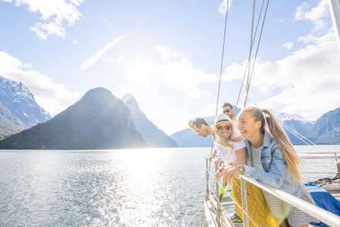 From Te Anau: Milford Sound Coach & Nature Cruise Day Trip