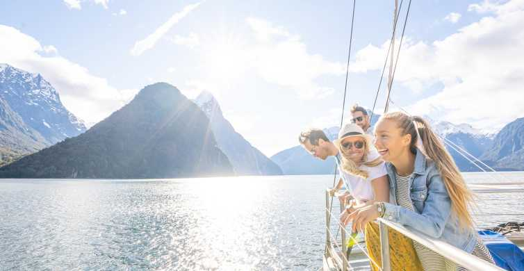 Milford Sound Coach & Nature Cruise Day Trip from Te Anau