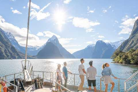 Milford Sound Coach & Nature Cruise Day Trip from Queenstown